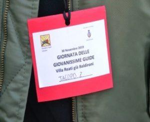 cartellino identificativo delle giovanissime guide